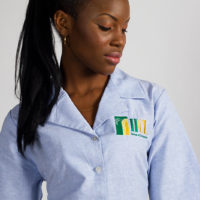 Women's fitted shirt with embroidered corporate logo